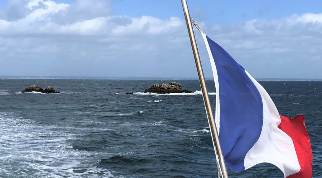 Prancūzijos vėliava vandenyno fone